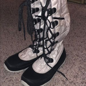 The North Face Lace Up Snow Boot Size 8.5